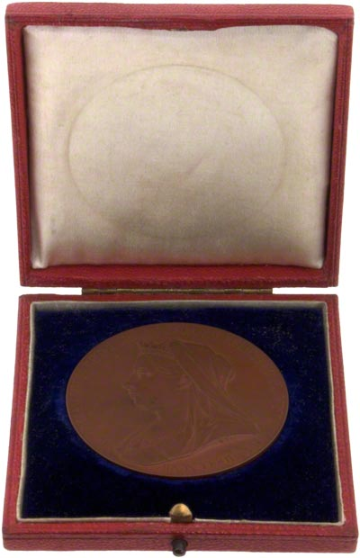 1897 Victoria Diamond Jubilee Bronze Medallion in Presentation Box