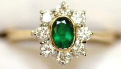 Classic Oval Emerald Cluster Ring with 8 Diamonds